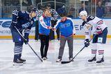 Паралимпийцам по парусу Егору Камалову и Дмитрию Хоничу доверили открыть игру хоккейной команды «Адмирал»